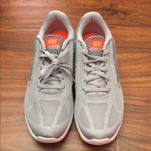 Nike Revolution 3 Size 7 Women